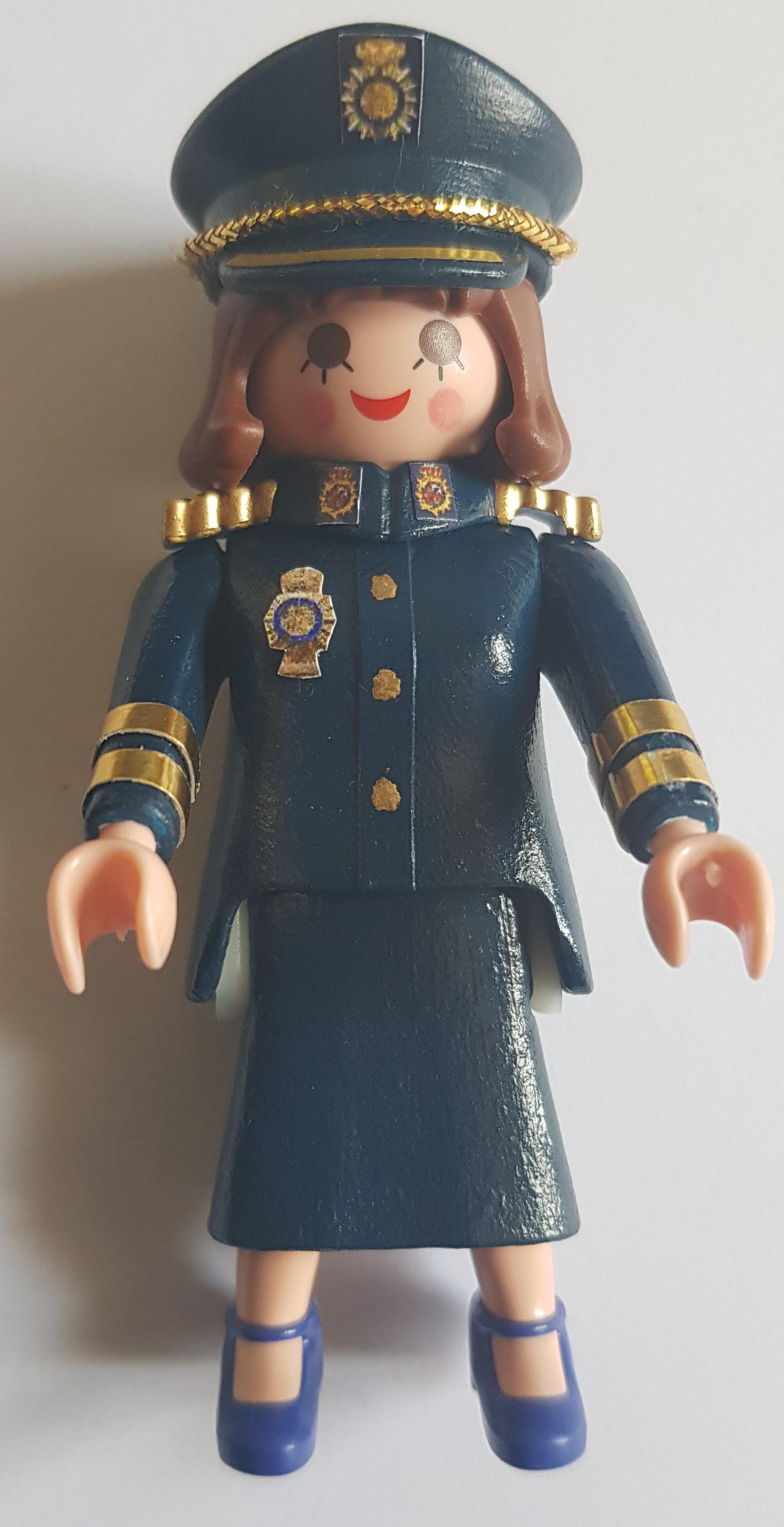 Policía Nacional ella falda